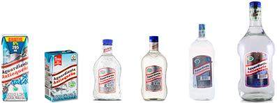 familia-botellas-tapa-azul